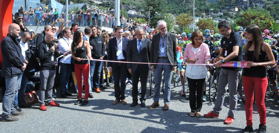 La 12a etapa de 'La Vuelta' aplega milers de persones al Prat del Roure
