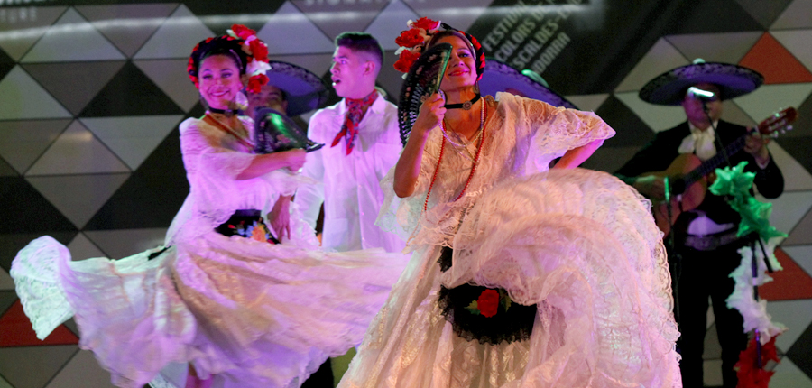 La nit a Mèxic triomfa tot i la pluja